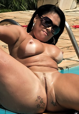 Brazilian MILF Porn Pictures