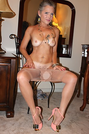 Tanned MILF Porn Pictures