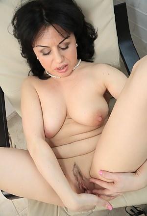 MILF Fingering Porn Pictures