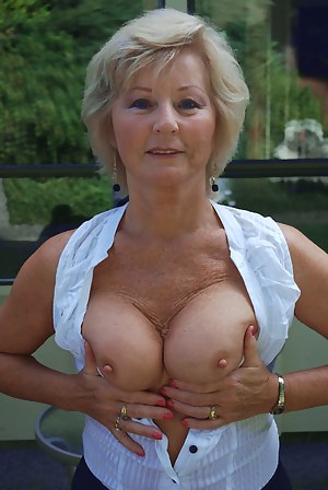 MILF Flashing Porn Pictures